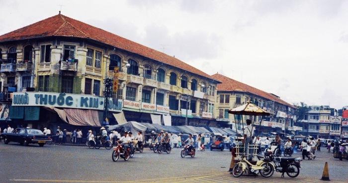 Đường Phan Châu Trinh, cửa Tây chợ Bến Thành