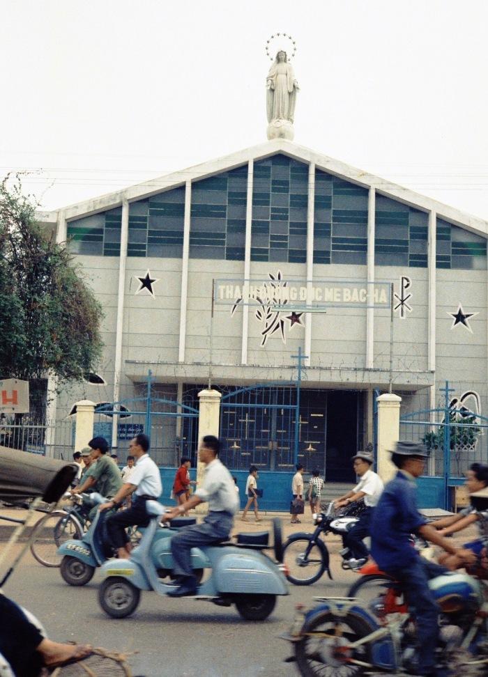 Nhà thờ Bắc Hà trên đường Lý Thái Tổ